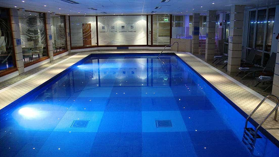 Swimming pool st brelade jersey for Health clubs with swimming pools